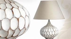 Lampe Sur Pied Bois : lampe de table avec pied en bois design textur ~ Teatrodelosmanantiales.com Idées de Décoration