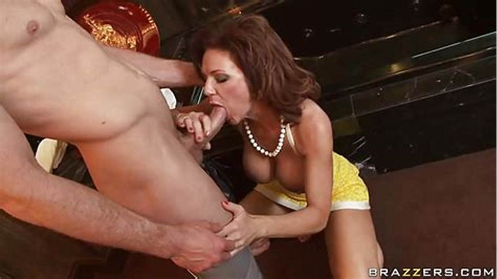 #Deauxma #Is #A #Hot #Milf #Who #Loves #Putting #Juicy #Dick #In #Her