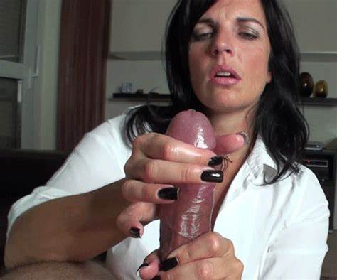 Alluring Girlfriend Jerking Until Facials bibori post