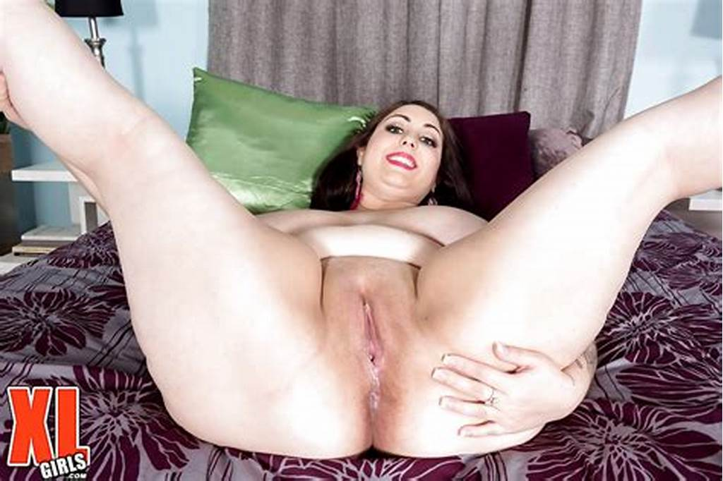 #Solo #Babe #Allie #Pearson #Shows #Fat #Body #And #Fingers #Bald