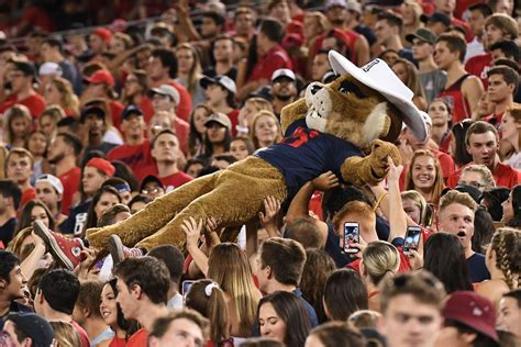 Arizona's Homecoming game against Oregon set for late ...