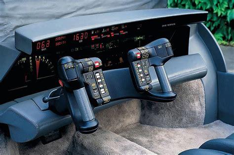 Unikāla automašīna ar neparastāko informācijas paneli - Spoki