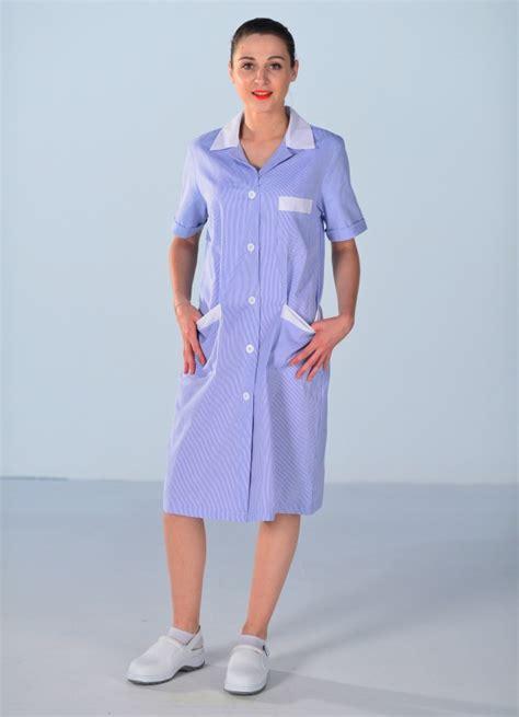 emploi de femme de chambre blouse de travail femme de ménage bleue blouse femme de