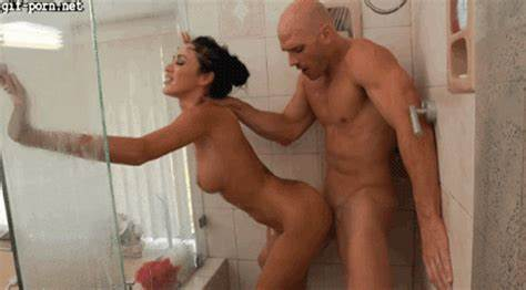 Luscious Hotties Pounded Fuck By A Hunk In The Shower