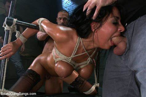 Pounds So Perfect She Drenches Herself In Her Squirt
