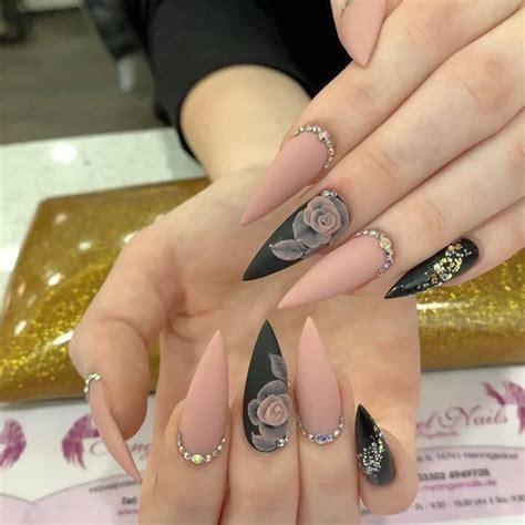El diseño de uñas acrílicas es realmente interesante, hay muchos modelos que podemos usar en nuestras uñas para lucir genial a cualquier hora. 57+ Mejores Diseños de Uñas en Tendencia (2020) in 2020   Stiletto nails designs, Stiletto nails ...