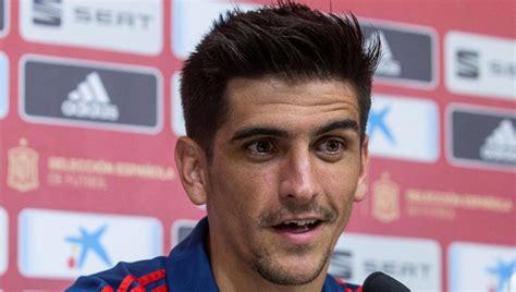 """Jugador del @villarrealcf ⚽️ y de la @sefutbol youtu.be/jlooui6oli4. Gerard Moreno: """"España no tiene falta de gol"""""""