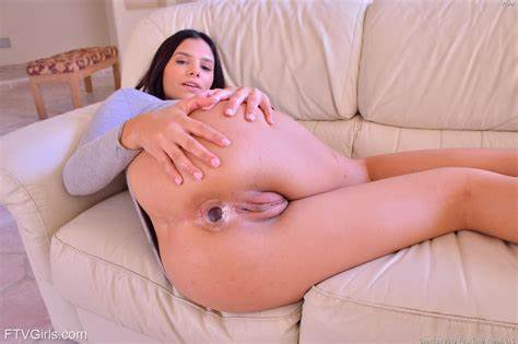 Sultry Kinky Spreads Her Assholes For A Perfect Drill