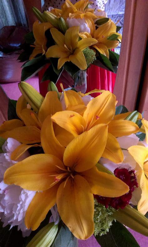 ZIEDU BALLE' : Ziedu pušķi