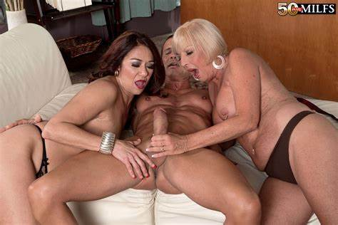 Milf Dee Giving Strong Kinky Dick Lick In Interracial Sex