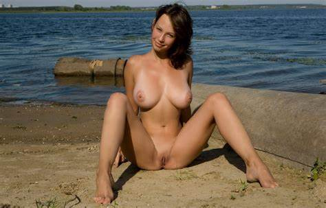 Webcam Coed Foxy Squat Outdoor Nympho With Reality Small Breasts And Great Lips