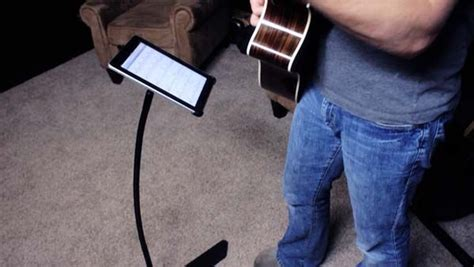 The Flexible iProp: Handsfree Technology for Your Tablet - Freshome.com | Handsfree, Ipad stand ...