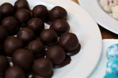 Marcipāna trifeles ar ķirsi vēderā | Food, Dessert recipes ...