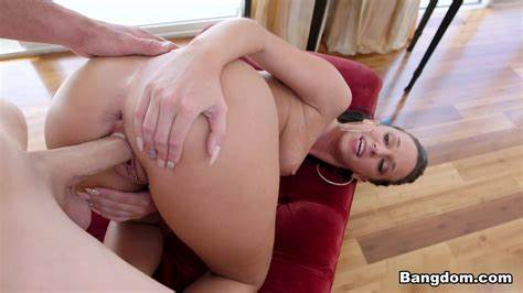 Bouncy Tranny Fun With Her Pole Outdoor Jada Stevens In Immense Pussy Twerks On A Giant Meat Video