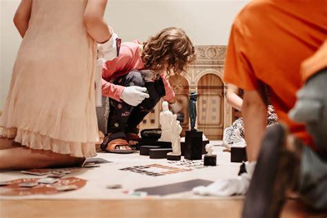 Skolēniem iespēja iejusties dažādu muzeja profesionāļu ādā ...