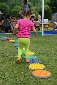 Kinder Outdoor Spielzeug : kostenlose foto rasen spielen stadt hinterhof kind spielzeug ffentlicher raum spa ~ Buech-reservation.com Haus und Dekorationen