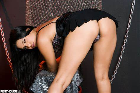 Sunny Leone Thick With Toys