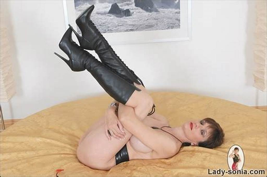 #Leather #Knee #Boots #Fetish #Milf #Babe #Lady #Sonia