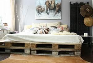 lit palette optez pour un cadre de lit en palettes de bois With tapis chambre bébé avec palette de maquillage fleur