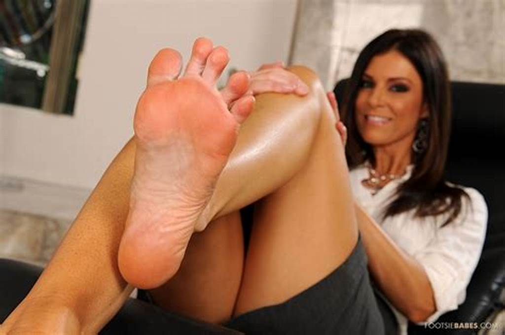 #Hot #Lady #India #Summer #Enjoys #Foot #Fetish #Sex #In #The #Office