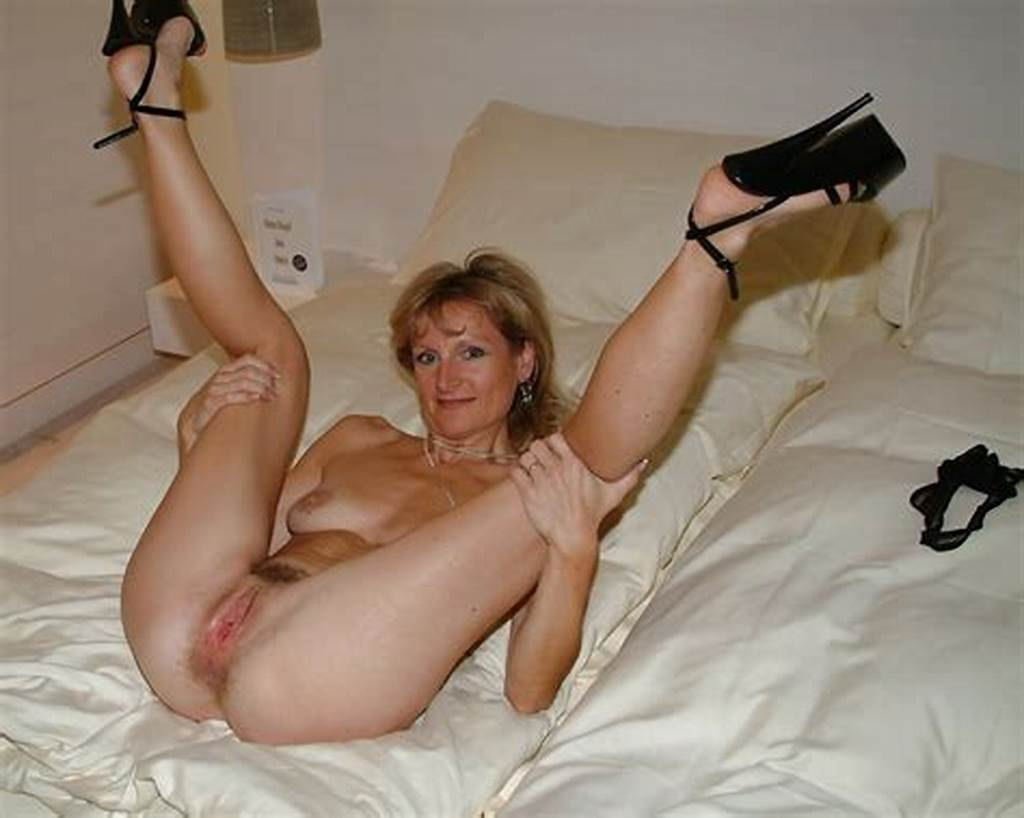 #Mature #Mom #Spread #Legs