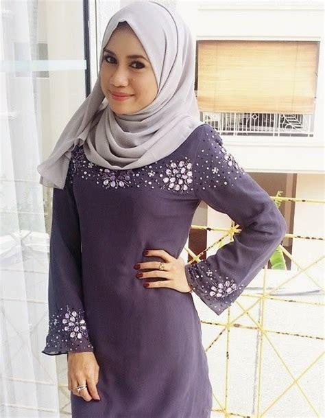 Jika belum tahu, yuk simak pakaian adat indonesia lengkap dengan gambarnya di sini! Gambar bertudung Mila Jirin pakai baju kurung ketat
