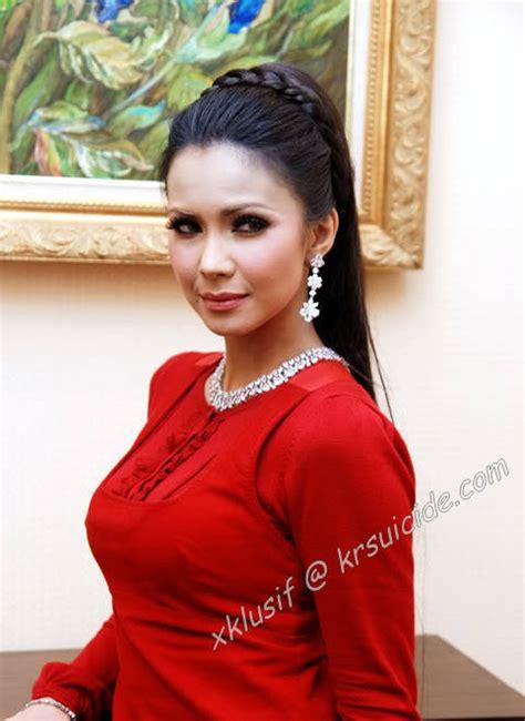 Rozita Che Wan Tumblr Merah menyala