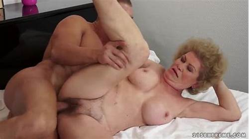 Lady Rigid Cunt Toying On Bed