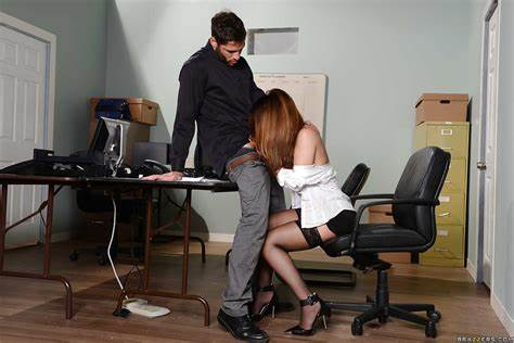Chinese Model Pussylicking Her Boss Penis
