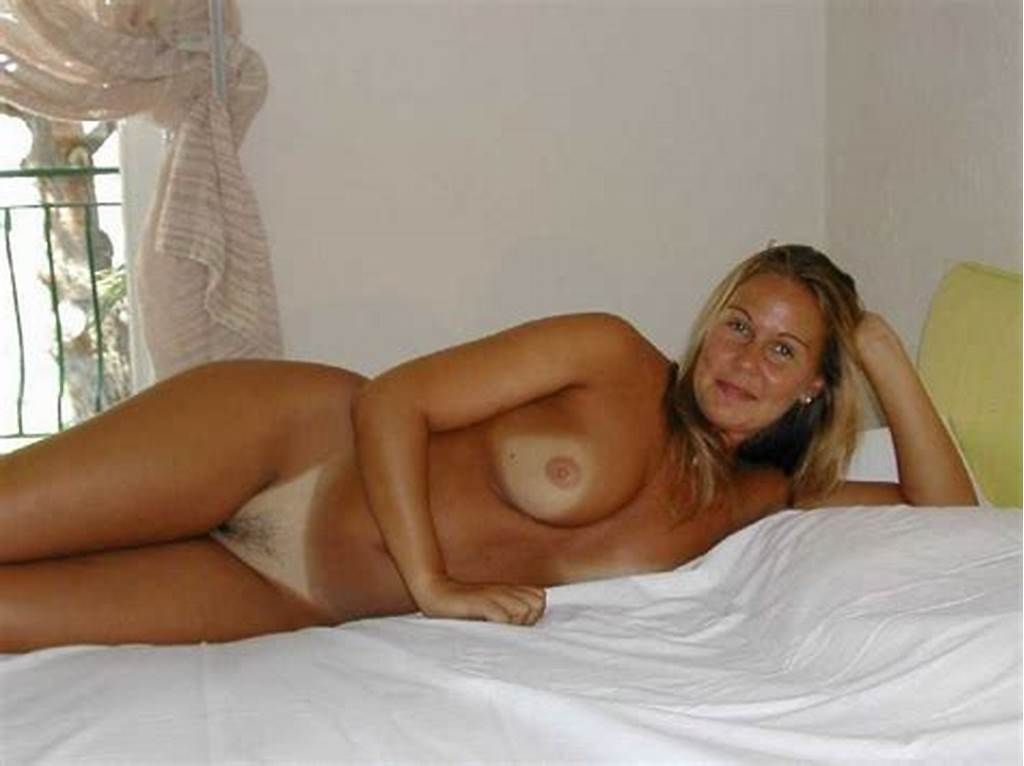 #Stunning #Mature #Blonde #Poses #Naked #In #Bed