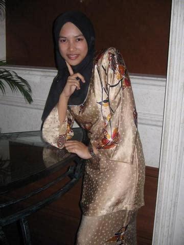 Cetakan tidak penuh , jahitan tidak kemas , kekotoran semut , lepas basuh elok semua, tiada koyak. January 2012   Malaysian Baju Kurung