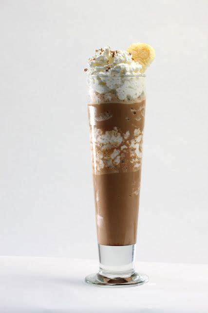 Không gian đẹp, yên tĩnh, thoáng mát. Tiramisu Shake: Espresso or Strongly Brewed Coffee, Milk, Vanilla Ice Cream, Cream Cheese ...