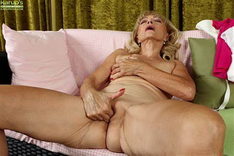 Teens Shaved Pussy Tiny And Old Granny