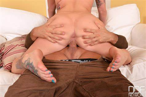 Stiff Hidden Fisted Till She Squirts In Creampie