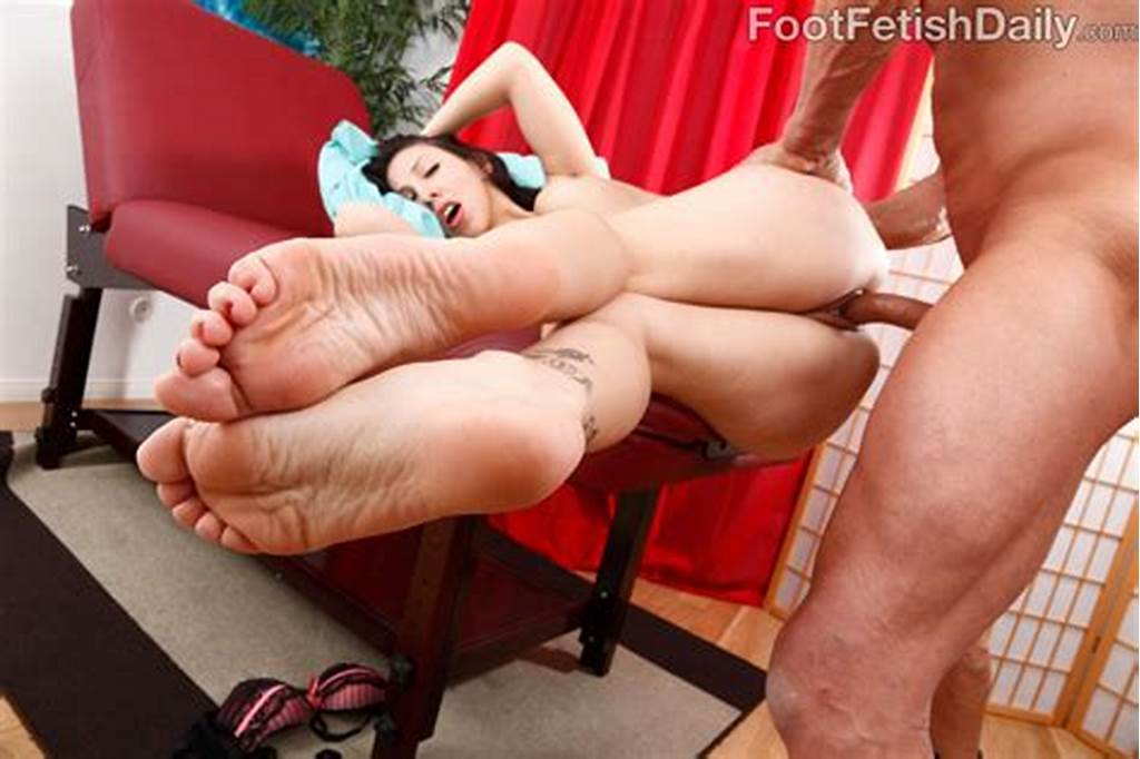 #Esperanza #Diaz #Shows #Off #Her #Gorgeous #Feet #Before #Getting