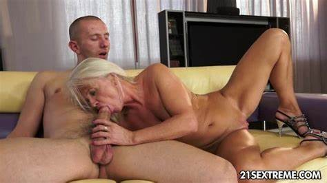 Free Slim Blond Dick Deepthroat Sex