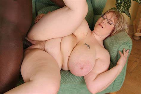 Fat Nympho Use Massive Vibrator