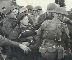 Escort A Dieppe : canadian forces helping the wounded at dieppe ~ Maxctalentgroup.com Avis de Voitures