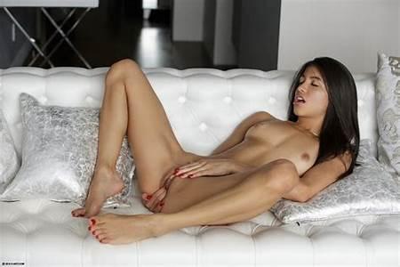 Nude Teenart