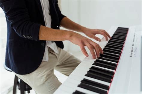 10 alat musik modern yang paling diminati via santrigaul.net. 7 Alat Musik yang Mudah Dimainkan oleh Pemula   GATSBY Indonesia