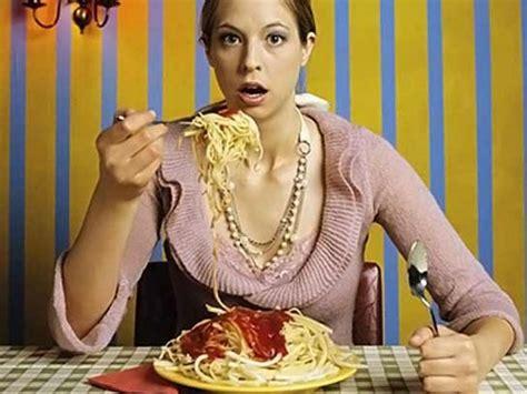 Kaitīgi ēšanas ieradumi, kurus atmetot rezultāti būs ...