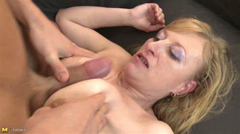 Blondes Mommy Nailed In Underwear
