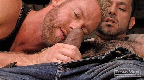 Experienced Hunk Has A Gorgeous Ginger Riding His Cock