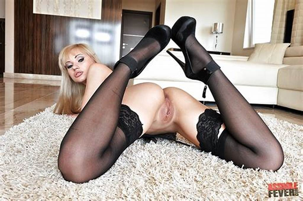 #Teen #Babe #Sasha #Rose #In #Stockings #And #High #Heels #Fingers