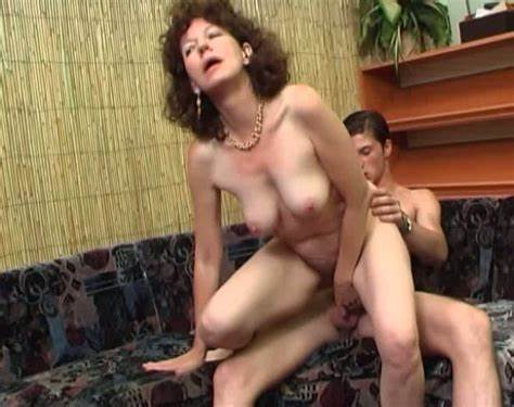 Aging Housewife Has Her Skinny Assfuck Blowjob