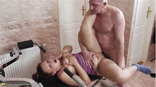 Petite Breasted Housewife Fucks On Gangbang Guys