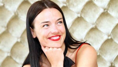 Apprecējusies bijusī TV 'seja' Sindija Vilde - DELFI