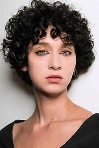 Coupe De Cheveux Bouclés Femme : coupe courte boucl e automne hiver 2018 les plus belles ~ Nature-et-papiers.com Idées de Décoration