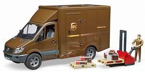 02538 1  16 Ups Mb Sprinter Truck With Pallet Jack