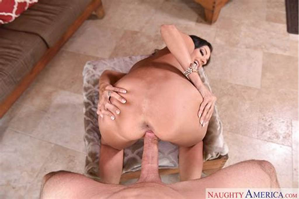 #Beautiful #Brunette #Trinity #St #Clair #Gives #Blowjob #And #Gets